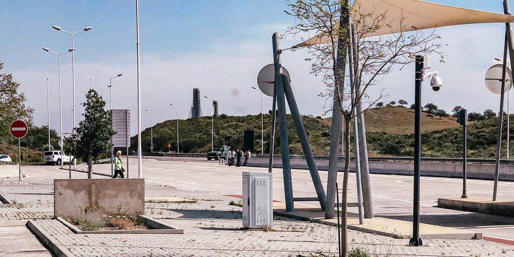Vanuit onze camper gezien: Grensovergang Portugal - Spanje tijdens het begin van de corona crisis in Europa. Er is haast niemand op straat.