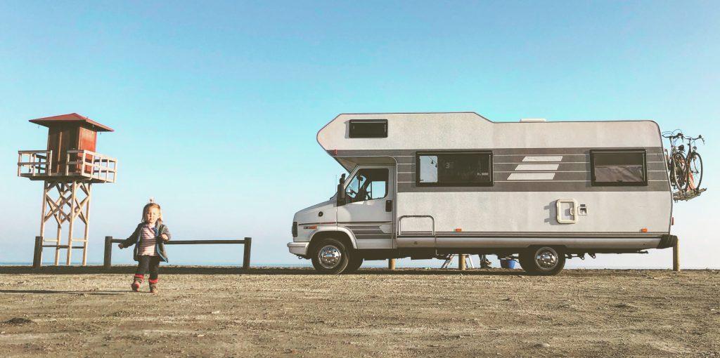 Off-grid wonen en reizen; dat kan met een camper! Dit is onze eigen camper waarin we off-grid wonen.