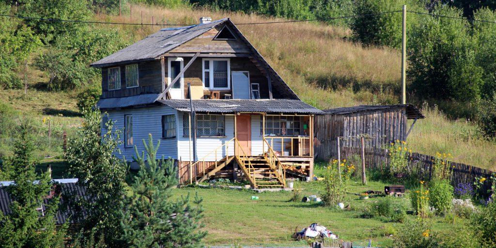 Of-grid houten droomhuis met huis in de natuur. Photo by Anne Nygård on Unsplash