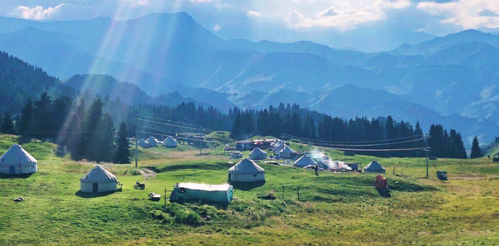 Foto yurts bergen - Foto door Grey Zhang via Unsplash